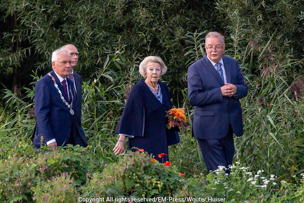 Prinses Beatrix opent het nieuwe bezoekerscentrum van UNESCO Werelderfgoed Kinderdijk.<br /> <br /> Princess Beatrix opens the new UNESCO World Heritage site Kinderdijk.