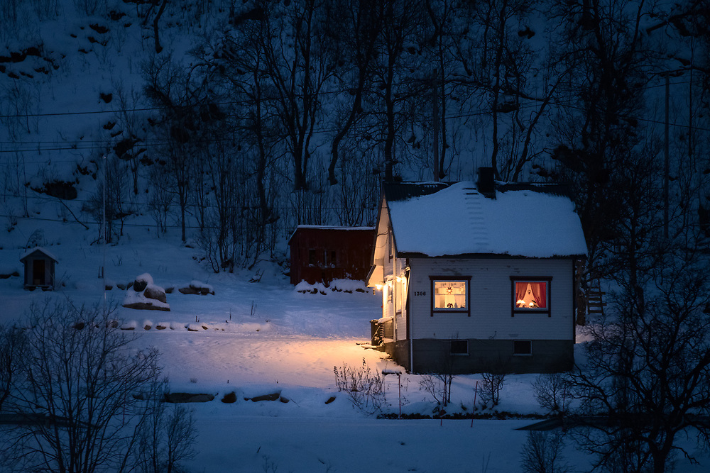 When I first visited Norway, the amount of lights coming out of houses surprised me a lot. I find it so compelling for photography, the contrast between the coldness of the snow and the warmth of the cozy home environment. <br /> During Christmas season many Norwegians tend to leave the curtains of their houses opened and the lights on. Dark nights and Christmas lights add a magical touch to the holiday spirit and help locals survive long, cold months without sunshine.