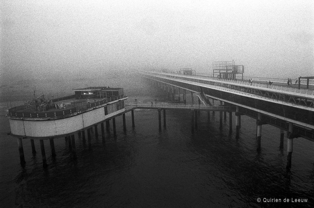 De Pier bij mist, Scheveningen