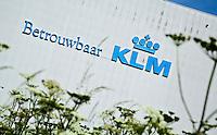 SCHIPHOL - KLM betrouwbaar op de hangar bij Schiphol Oost. COPYRIGHT KOEN SUYK