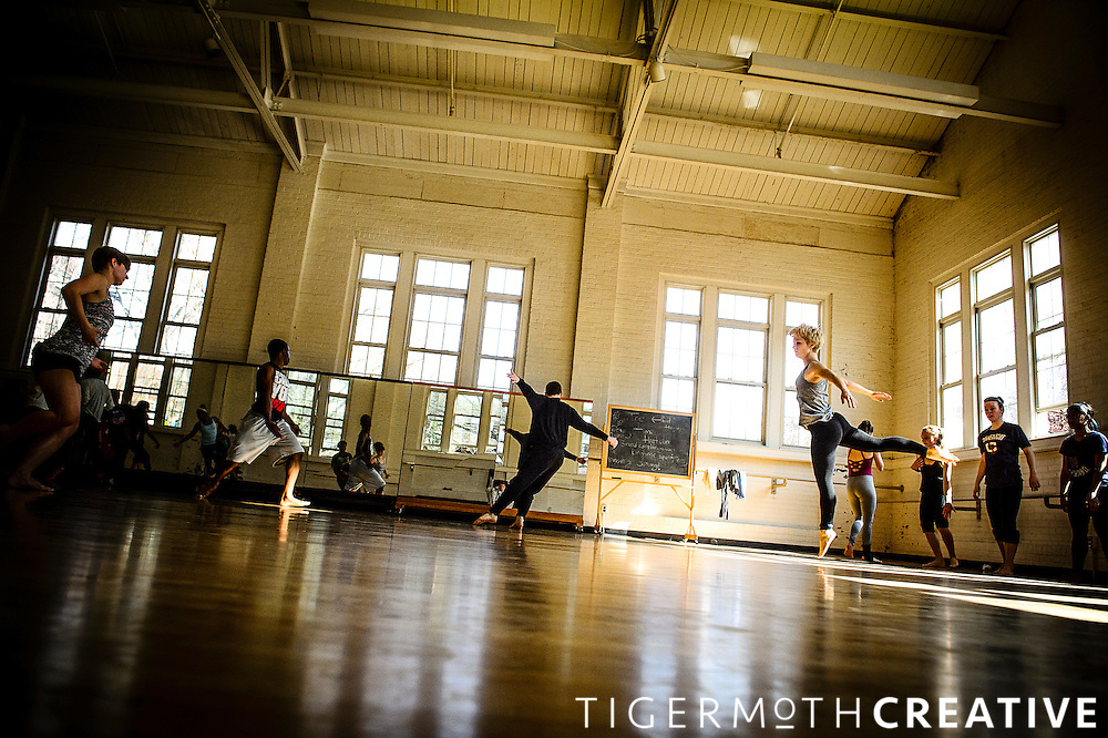 Donnell Turner Oakley, a member of Doug Elkins Choreography, Etc. leads a masters class.