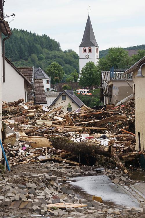 Schuld, DEU, 15.07.2021<br /> <br /> Zerstörungen nach Überflutung der Ahr durch Starkregen im Ort Schuld bei Adenau in der Eifel, Rheinland-Pfalz, Deutschland.<br /> <br /> Destruction after flooding of the Ahr river by heavy rain in the village of Schuld near Adenau in the Eifel region, Rhineland-Palatine, Germany.<br /> <br /> Foto: Bernd Lauter/berndlauter.com