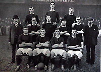Fotball<br /> Lagbilde Manchester United<br /> Foto: Colorsport/Digitalsport<br /> NORWAY ONLY<br /> <br /> Manchester United Football Club 1905/06. Back row : L to R. Alec Downie, H.Moger, R.Bonthron. Middle row : J.Mangnall, J.Picken, C.Sagar, T.Blackstock, J.Peddie, Fred Bacon (trainer) Front row : J.Beddow. C.Roberts, Alec Bell, T.Arkesden