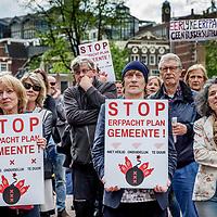 Nederland, Amsterdam, 20 mei 2017.<br />Demonstratie voor de Stopera georganiseerd door Stichting Erfpachters Belang Amsterdam.<br />Huizenbezitters demonstreren tegen het erfpachtplan van Gemeente Amsterdam.<br />Ze vinden het plan niet veilig, te duur en te onduidelijk.<br /><br /><br /><br />Foto: Jean-Pierre Jans