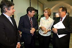 A governadora eleita do Rio Grande do Sul, Yeda Crusius durante coletiva de imprensa após desembarcar no aeroporto internacional Salgado Filho. FOTO: Jefferson Bernardes/Preview.com