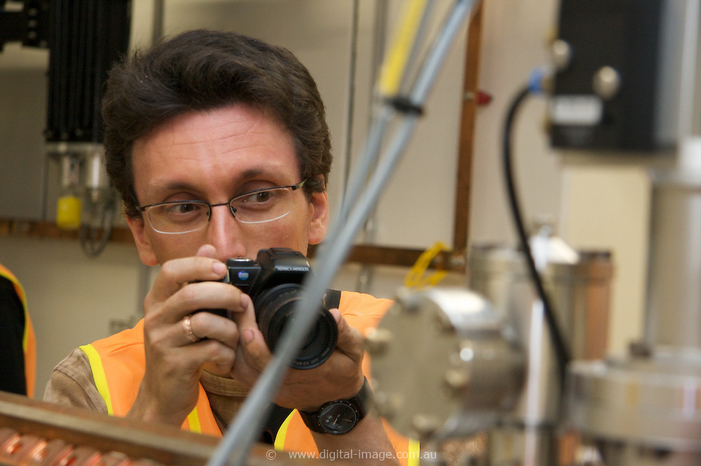 Australian Synchrotron Open Day 2008, Hendrik Falk, getting close up and taking photographs