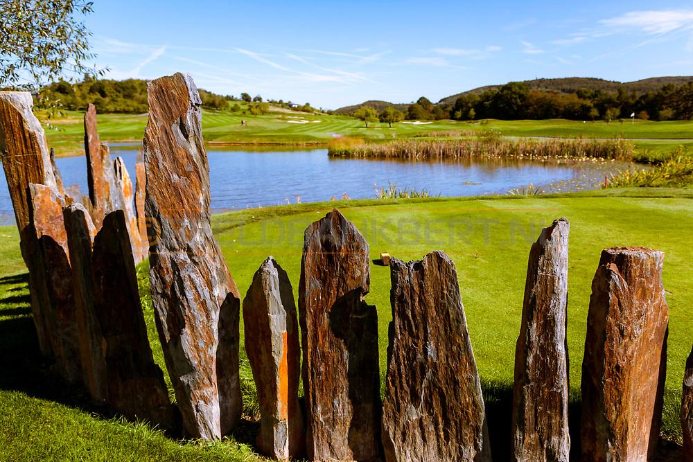 17-09-2015: Beroun Golf Resort in Beroun, Tsjechië.<br /> Foto: Waterhindernis bij de allereerste hole