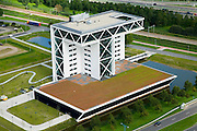 Nederland, Zuid-Holland, Zoetermeer, 08-09-2006;  ; het Bouwhuis: het nieuwe kantoor van de Vereniging van bouwondernemers in Nederland. The new office of the Association of building contractors in the Netherlands. .luchtfoto (toeslag); aerial photo (additional fee required); .foto Siebe Swart / photo Siebe Swart