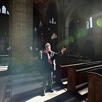 Nederland, Haarlem , 16 februari 2011..De cathedrale basiliek Sint Bavo wordt gerestaureerd..De basiliek heeft een verwarmingsprobleem..Er komt een prijsvraag t.b.v. het verwarmingsprobleem..Op de foto pastoor Hein Jan van Ogtrop van Sint Bavo Basiliek..Foto:Jean-Pierre Jans