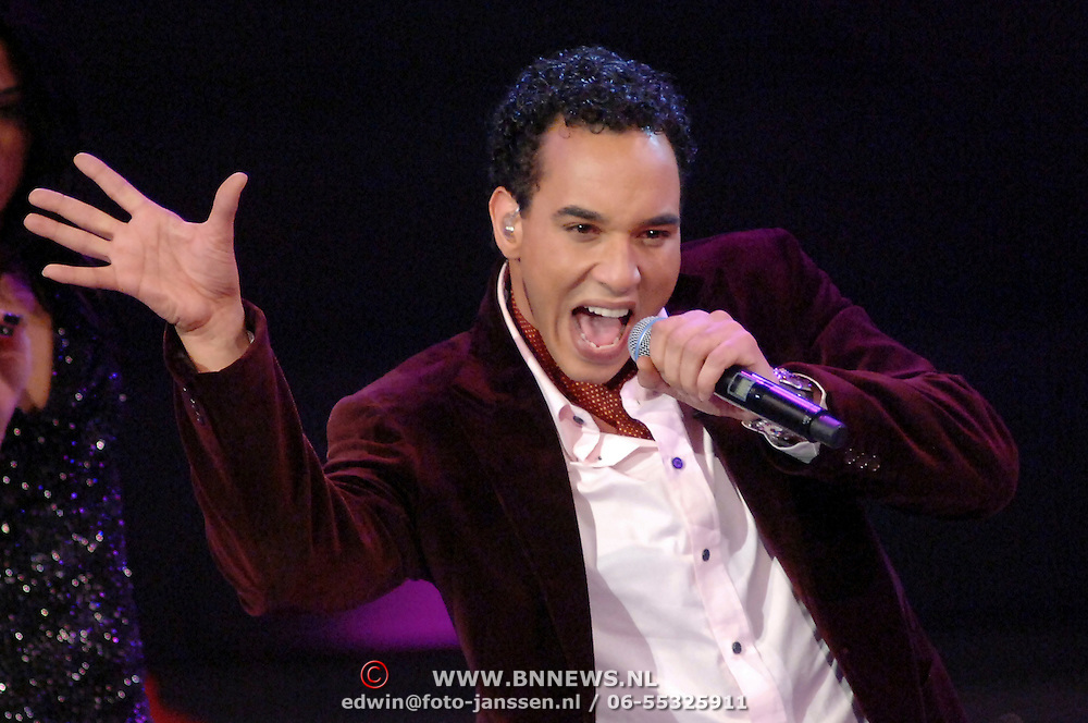 NLD/Hilversum/20061230 - 1e Live uitzending X-Factor 2006, deelnemer Ruben