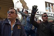 Matteo Salvini nel suo tour in Toscana, a Livorno, alza il dito medio.<br /> 22 aprile 2015 . Daniele Stefanini /  OneShot