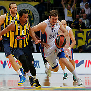 Fenerbahce Ulker's Andrew Goudelock (L) and Anadolu Efes's Birkan Batuk (R) during their Turkish Airlines Euroleague Basketball Top 16 Round 14 match Fenerbahce Ulker between Anadolu Efes at the Ulker Sports Arena in Istanbul, Turkey, Thursday 09 April, 2015. Photo by Aykut AKICI/TURKPIX