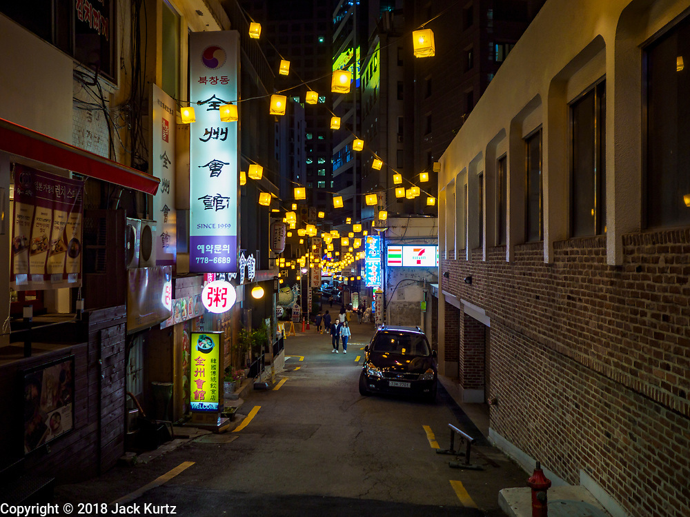SEOUL, SOUTH KOREA: Streets are lit by lanterns in Seoul neighborhoods that have lots of restaurants.        PHOTO BY JACK KURTZ
