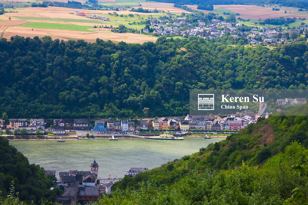 Farmland and farm houses in the mountain along river Rhine, Upper Middle Rhine Valley (UNESCO World Heritage site), St. Goars-Hausen, Germany