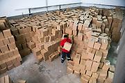20200423 /URUGUAY / MONTEVIDEO / El Sindicato Único de la Construcción y Afines (SUNCA), entregó 6000 canastas de alimentos y elementos de limpieza, en todo el país. En Montevideo entregaron 2300.<br /> <br /> En la foto: Entrega de canastas del Sindicato Único de la Construcción y Afines (SUNCA). Foto: Santiago Mazzarovich / adhocFOTOS