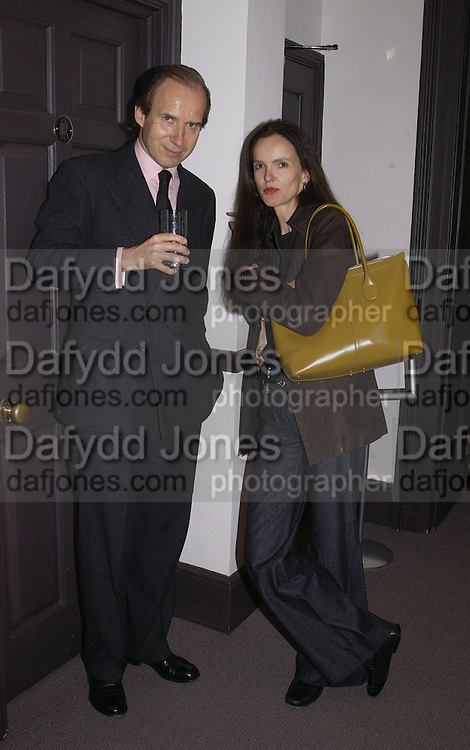 Simon de Pury and Bettina von Hase. The preview of the forthcoming auction of photographs. Philips de Pury and Luxembourg. 26 September 2002.  of © Copyright Photograph by Dafydd Jones 66 Stockwell Park Rd. London SW9 0DA Tel 020 7733 0108 www.dafjones.com