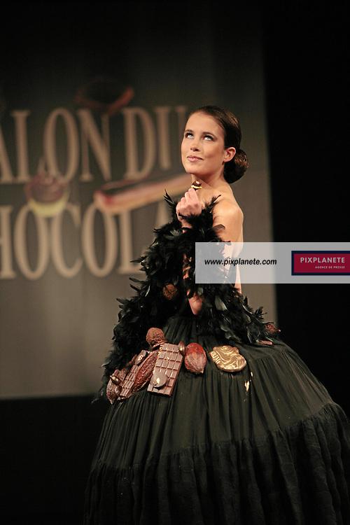 Clémence Castel - (mention obligatoire :) Salon du Chocolat - Maquillage / Coiffure Lucie Saint-Clair - Paris, le 18/10/2007 - JSB / PixPlanete
