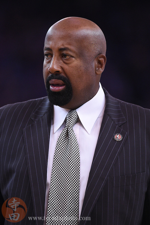 November 5, 2014; Oakland, CA, USA; Los Angeles Clippers assistant coach Mike Woodson during the second quarter against the Golden State Warriors at Oracle Arena. The Warriors defeated the Clippers 121-104.