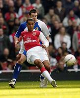 Photo: Olly Greenwood.<br />Arsenal v Blackburn Rovers. The FA Cup. 17/02/2007. Arsenal's Theo Walcott and Blackburn's Brett Emerton