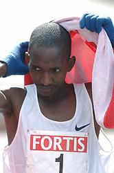09-04-2006 ATLETIEK: FORTIS MARATHON: ROTTERDAM<br /> De Keniaan Sammy Korir heeft de 26e editie van de marathon van Rotterdam op zijn naam geschreven<br /> ©2006-WWW.FOTOHOOGENDOORN.NL