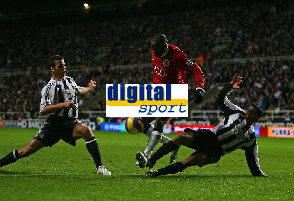 Photo: Andrew Unwin.<br /> Newcastle United v Manchester United. The Barclays Premiership. 01/01/2007.<br /> Newcastle's Nolberto Solano (R) and Steven Taylor (L) combine to deny Manchester United's Louis Saha (C).