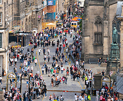 Edinburgh, Scotland, UK. 8th August  2021. On a sunny Sunday afternoon the Royal Mile was busy with visitors looking for the limited street entertainment provided during the much scaled back Edinburgh Fringe Festival this year. Two stages are provided for performers and these proved popular throughout the day. Pic; View of reduced crowds on the Royal Mile. Iain Masterton/Alamy Live news.