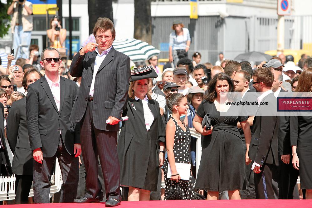 Catherine Deneuve - - Festival de Cannes - montée des marches pour Persepolis - 23/05/2007 - JSB / PixPlanete