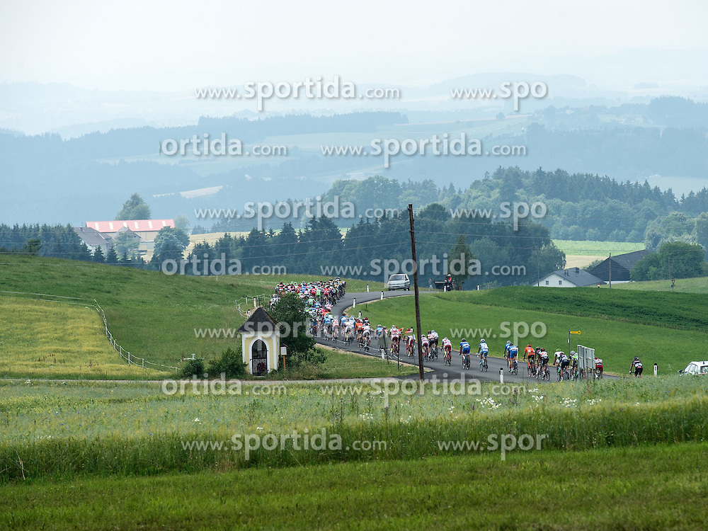 06.07.2015, Litschau, AUT, Österreich Radrundfahrt, 2. Etappe, Litschau nach Grieskirchen, im Bild Das Hauptfeld in St. Veit/OÖ // maingroup in St. Veit during the Tour of Austria, 2nd Stage, from Litschau to Grieskirchens, Litschau, Austria on 2015/07/06. EXPA Pictures © 2015, PhotoCredit: EXPA/ Reinhard Eisenbauer
