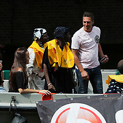 NLD/Amsterdam/20080802 - Canal Parade 2008 Amsterdam, boot van SBS 6 met opname met mensen van Groeten uit de Rimboe