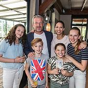 NLD/Kamerik/20160601 - Boekpresentatie Maureen du Toit, Maureen en partner Jeroen en hun kinderen