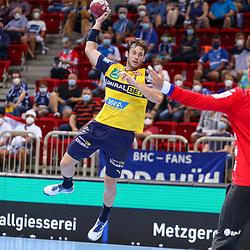 Handball, 35. Spieltag: Bergischer HC vs Rhein Neckar Loewen am 16.06.2021 im ISS Dome Düsseldorf<br /> <br /> Uwe Gensheimer (Rhein Neckar Loewen 3) gegen Torwart Christopher Rudeck (Bergischer HC 1)  im Spiel der Handballliga, Bergischer HC - Rhein Neckar Loewen.<br /> <br /> Foto © PIX-Sportfotos *** Foto ist honorarpflichtig! *** Auf Anfrage in hoeherer Qualitaet/Aufloesung. Belegexemplar erbeten. Veroeffentlichung ausschliesslich fuer journalistisch-publizistische Zwecke. For editorial use only.