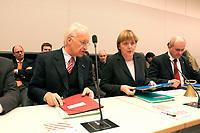 18 DEC 2003, BERLIN/GERMANY:<br /> Edmund Stoiber, CDU, Ministerpraesident Bayern, Angela Merkel, CDU Bundesvorsitzende, und Volker Kauder, CDU, 1. Parl. Geschaeftsfuehrer CDU/CSU BT-Fraktion, (v.L.n.R.), im Gespraech, vor Beginn der CDU/CSU Fraktionssitzung, Deutscher Bundestag<br /> IMAGE: 20031218-02-019<br /> KEYWORDS: Sitzung, Gespräch, Ministerpräsident