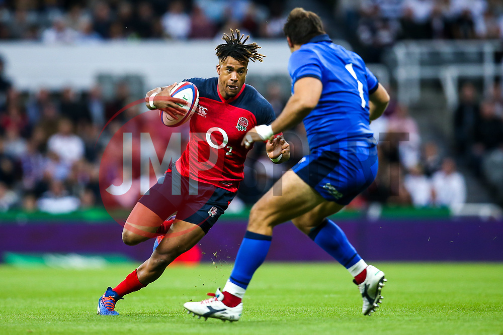 Anthony Watson of England takes on Nicola Quaglio of Italy - Mandatory by-line: Robbie Stephenson/JMP - 06/09/2019 - RUGBY - St James's Park - Newcastle, England - England v Italy - Quilter Internationals
