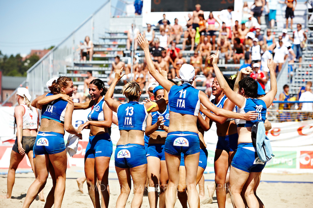 EM Beach Handball, Larvik, Norway. From the match June 25, 2009; Women, Norway-Italy. Photo by Morten Rakke . For image access please contact +47 93456730 or mail@rakkke.no. Standard rates.