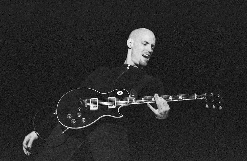 WANTAGH - JUNE 16: Fuel guitarist Carl Bell performs at Jones Beach Theater on June 16, 2001, in Wantagh, New York. ©Lisa Lake