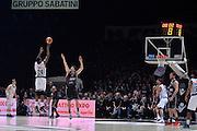 Justin Knox<br /> Segafredo Virtus Bologna - Kontatto Fortitudo Bologna<br /> Campionato Basket LNP 2016/2017<br /> Bologna 06/01/2017<br /> Foto Ciamillo-Castoria