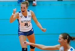 09-04-2005 VOLLEYBAL: LONGA 59-ARKE POLLUX: LICHTENVOORDE<br /> <br /> De ploeg uit Lichtenvoorde won op eigen terrein de allesbeslissende vijfde wedstrijd van de halve finale tegen Arke/Pollux met 3-0 / <br /> <br /> ©2005-WWW.FOTOHOOGENDOORN.NL