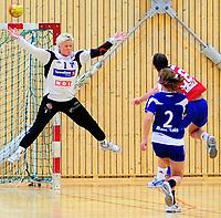 Håndball Skrimhallen 4 April 2009<br /> Kvinner 2 div Kvalifisering  til 1 div<br /> <br /> HK Rygge vs Stjørdal HK<br /> <br /> Resultat  26 - 23<br /> <br /> Foto: Robert Christensen - Digitalsport<br /> <br /> HK Rygge Keeper Signe Marit Aanerød sto godt