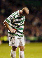 Fotball<br /> Champions League 2004/05<br /> Celtic v  AC Milan<br /> 7. desember 2004<br /> Foto: Digitalsport<br /> NORWAY ONLY<br /> Celtic's John Hartson cannot hide his disappointment