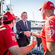 © Maria Muina I MAPFRE. El presidente de la de la Generalitat Valenciana Ximo Puig Ferrer con el director del MAPFRE, Pedro Campos y el patrón Xabi Fernández en el puerto de Alicante.