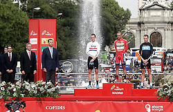 11.09.2011, Madrid,  ESP, LA VUELTA 2011, Finish, im Bild (L to R) Albert Soler, Minister of Sports, Alberto Ruiz Gallardon, Mayor of Madrid, Felipe de Borbon, Prince of Asturias, Bradley Wiggins, Juan Jose Cobo and Christopher Froome listen to the anthem of Spain in the podium of La Vuelta 2011.September 11,2011. EXPA Pictures © 2011, PhotoCredit: EXPA/ Alterphoto/ Paola Otero +++++ ATTENTION - OUT OF SPAIN/(ESP) +++++