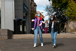 Glasgow, Scotland, UK. 25 September, 2020. Many students at Glasgow University have tested positive for the Covid-19 virus. The Scottish Government has controversially ordered students in several halls of residence where positive cases have spiked, to self-isolate indefinitely. Pictured;  Students wearing facemasks on campus. Iain Masterton/Alamy Live News