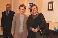 17 JAN 2001, BERLIN/GERMANY:<br /> Renate Kuenast, B90/Gruene, Bundesverbraucherschutz- und Landwirtschaftsministerin, und Dr. Hedda von Wedel, BSE Beauftragte der Bundesregierung, nach einem Gespraech, Hotel Palace <br /> IMAGE: 20010117-02/01-13<br /> KEYWORDS: Renate Künast, Gespräch