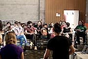 """Nova Lima, 29 de abril de 2011..Caminho das Artes . Teatro em Movimento..Seminario: """"O dialogo artístico com entidades dacomunidade e a ocupacao de espaços culturais""""..Mesa:  RosanaBianchini (Instituto Kairos), Camila Alterthum (ONG Primatas daMontanha - Primo), Rodrigo Quik e Leticia Carneiro (Projeto Quik Cidadania)..Mediadora: Cerise Alvarenga...Foto: Bruno Magalhaes / Nitro"""