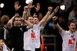 Handball: European Championship Qualification, Germany (GER) - Slovenia (SLO), trainer Heiner Brand and his team celebrates goal of Lars Kaufmann, www.hoch-zwei.net, copyright: SPORTIDA / HOCH ZWEI / Philipp Szyza