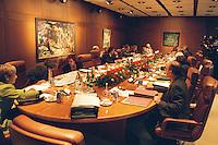 09.12.1998, Deutschland/Bonn:<br /> Sitzung des Bundeskabinetts mit Adventsstimmung, Übersicht, Bundeskanzleramt, Bonn<br /> IMAGE: 19981209-01/02-15