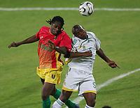 v.l. Pablo Thiam, Mbulelo Mabizela Suedafrika<br /> Africa Cup 2006 Suedafrika - Guinea<br /> Sør-Afrika<br /> Norway only