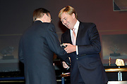 Uitreiking Heinekenprijzen 2008 in de Beurs van Berlage te Amsterdam waar Willem Alexander zes grote internationale prijzen uit op het gebied van wetenschap en kunst. De prijsuitreiking vindt plaats tijdens een bijzondere zitting van de Koninklijke Nederlandse Akademie van Wetenschappen (KNAW). De Prins houdt op deze bijeenkomst een toespraak waar de magie van de wetenschap centraal staat; het thema dat de KNAW ter gelegenheid van haar tweehonderjarig bestaan gekozen heeft. ///<br /> <br /> Heineken award celebration 2008 in the Beurs van Berlage in Amsterdam where Willem Alexander six large international prices in the field of science and art. This takes place during a particular meeting of the royal Dutch Akademie of sciences (KNAW). The prince keeps on this meeting a speech where the magic of science central state; the topic which the KNAW have chosen existence on the occasion of its twohunderd year celebration.<br /> <br /> Op de foto: De Amerikaanse wetenschapper Jack Szostak (1952) ontvangt de Dr. H.P. Heinekenprijs voor Biochemie en Biofysica 2008 voor zijn zeer originele inzichten in fundamentele processen van het leven.