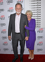 Dame Helen Mirren & Taylor Hackford bei der The Comedian Premiere in Los Angeles / 111116 ***The Comedian premiere, Los Angeles, 11 Nov 2016 ***