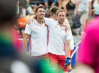 AMSTELVEEN - vreugde bij Liam Sanford (Eng) en rechts Barry Middleton (Eng)  na  Ierland-Engeland (m) bij de Rabo EuroHockey Championships 2017.  COPYRIGHT KOEN SUYK